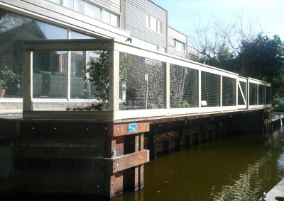 terras boven het water